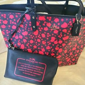 ❤HP❤JUST REDUCED COACH REVERSIBLE NAVY & PINK TOTE